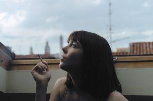 כיצד העישון משפיע על השיער