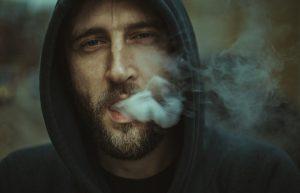 איך לטשטש את פגמי העישון מהפנים