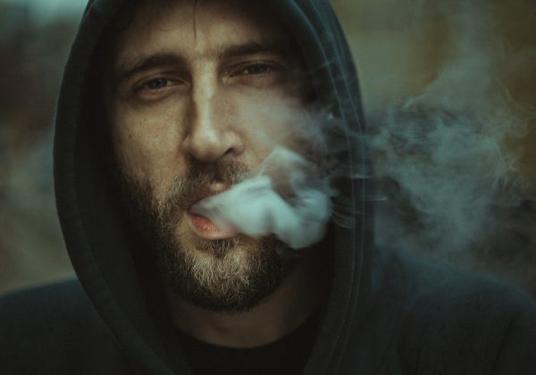 איך לטשטש את פגמי העישון מהפנים?